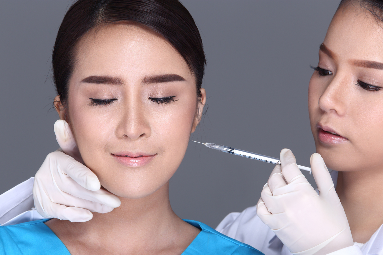 Beautician Doctor put Botox to patient